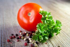 tomato-sauce-vegetables-parsley-37849